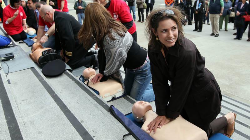 Studie VS omstanders durven vrouwen minder snel te reanimeren